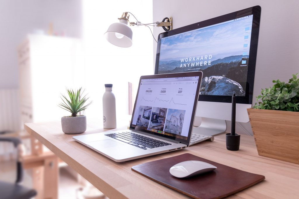 écrans Apple sur bureau